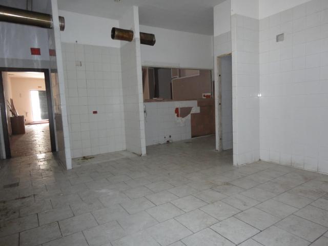 Locale mq. 130 – Università / Villa D'Orleans