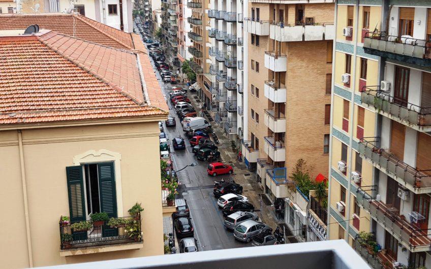 Attico zona Libertà/Notarbartolo con 3 posti auto