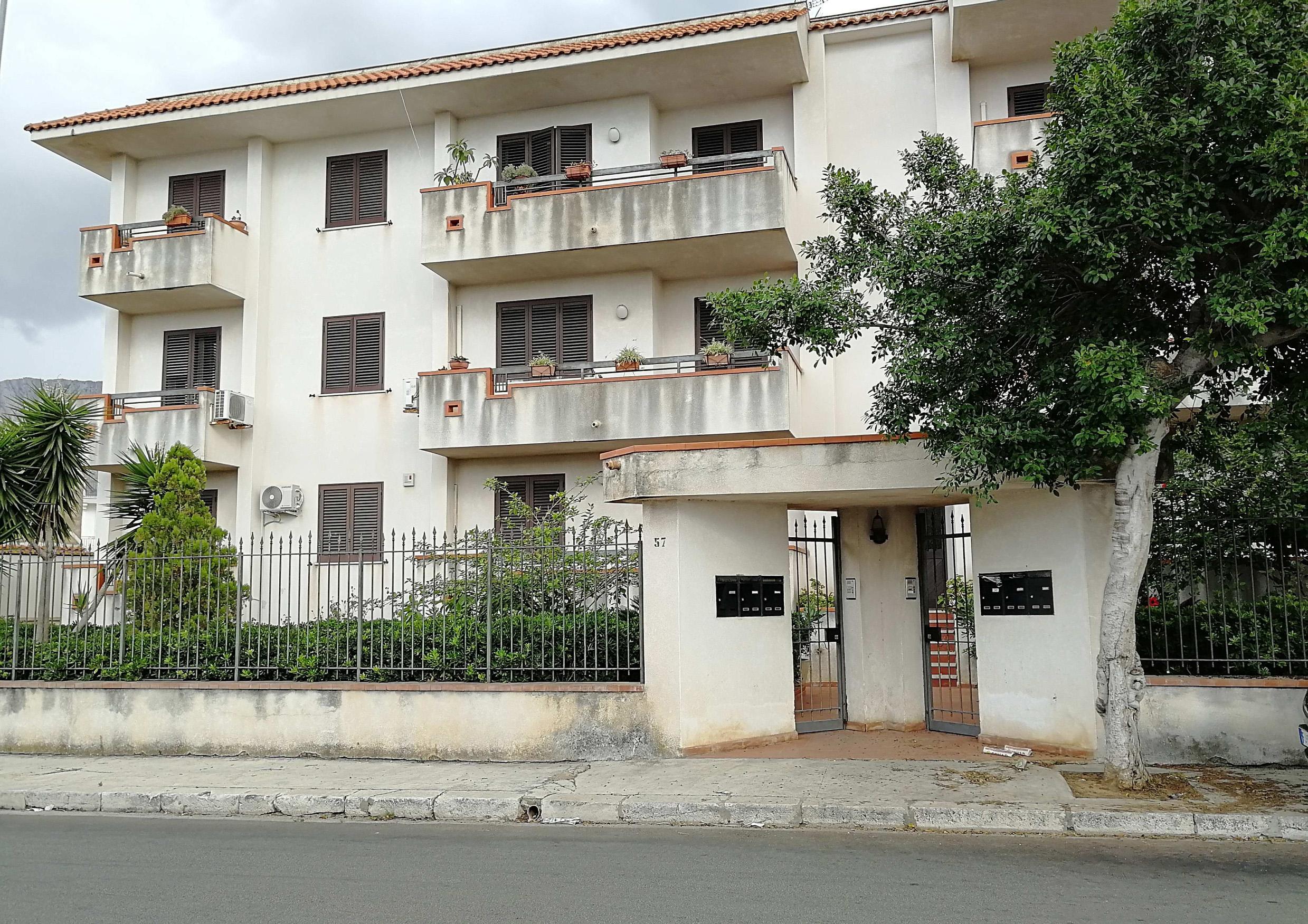 Terrasini – Appartamento cinque vani piu' servizi