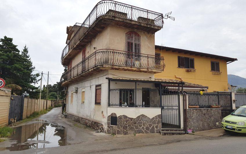 Lanza di Scalea/Conca D'Oro appartamento due livelli con terrazza