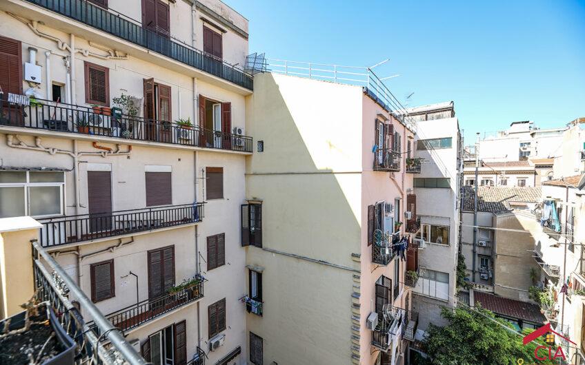 Mariano Stabile / Florio ampio bilocale arredato con terrazzo